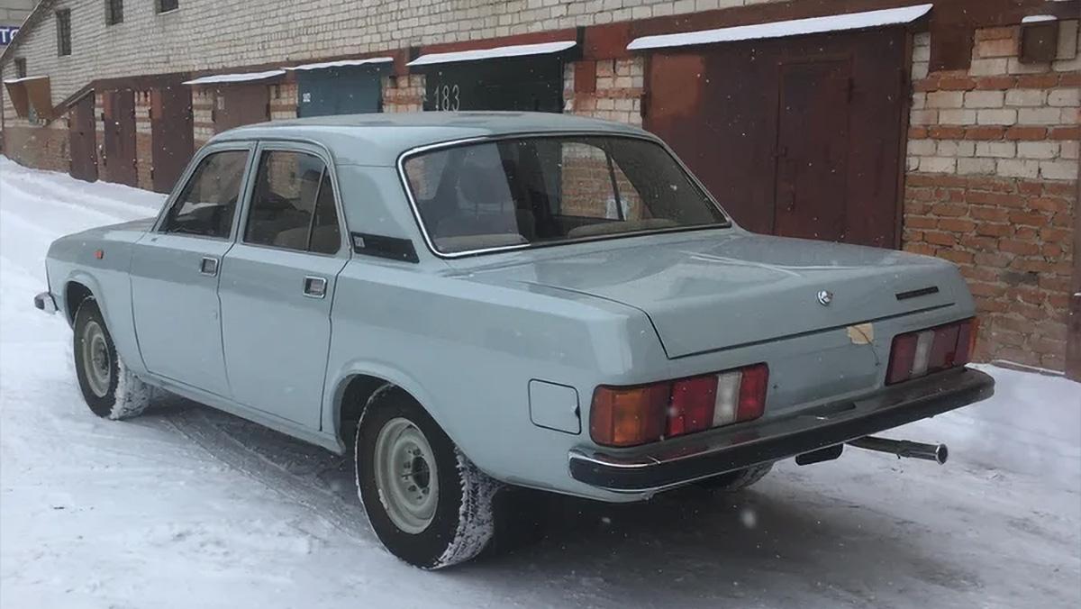 Простоявшую в гараже 32 года «Волгу» продают за миллион рублей